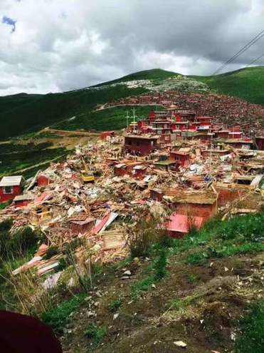 The aftermath of demolitions in Larung Gar in July 2016