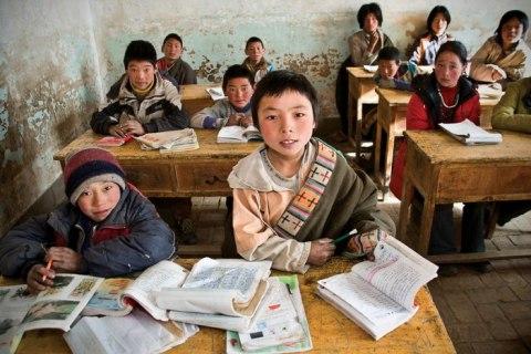 Tibetan children in a classroom (Credit Jim McGill)