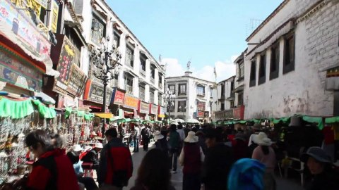 lhasa streets.jpg