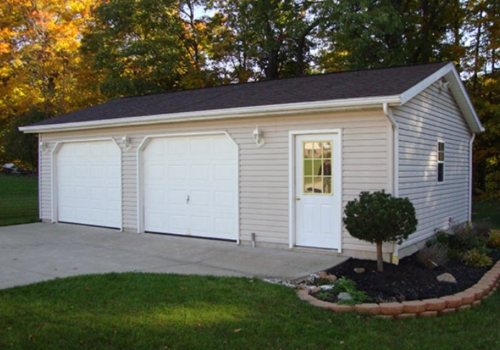 LARGE BUILDINGS - Custom garages, cabins and loft barns are also available. We customize all buildings to our customers specifications. Please contact us for detailed quotes. Click on the picture to view a gallery of some buildings we have done in the past.