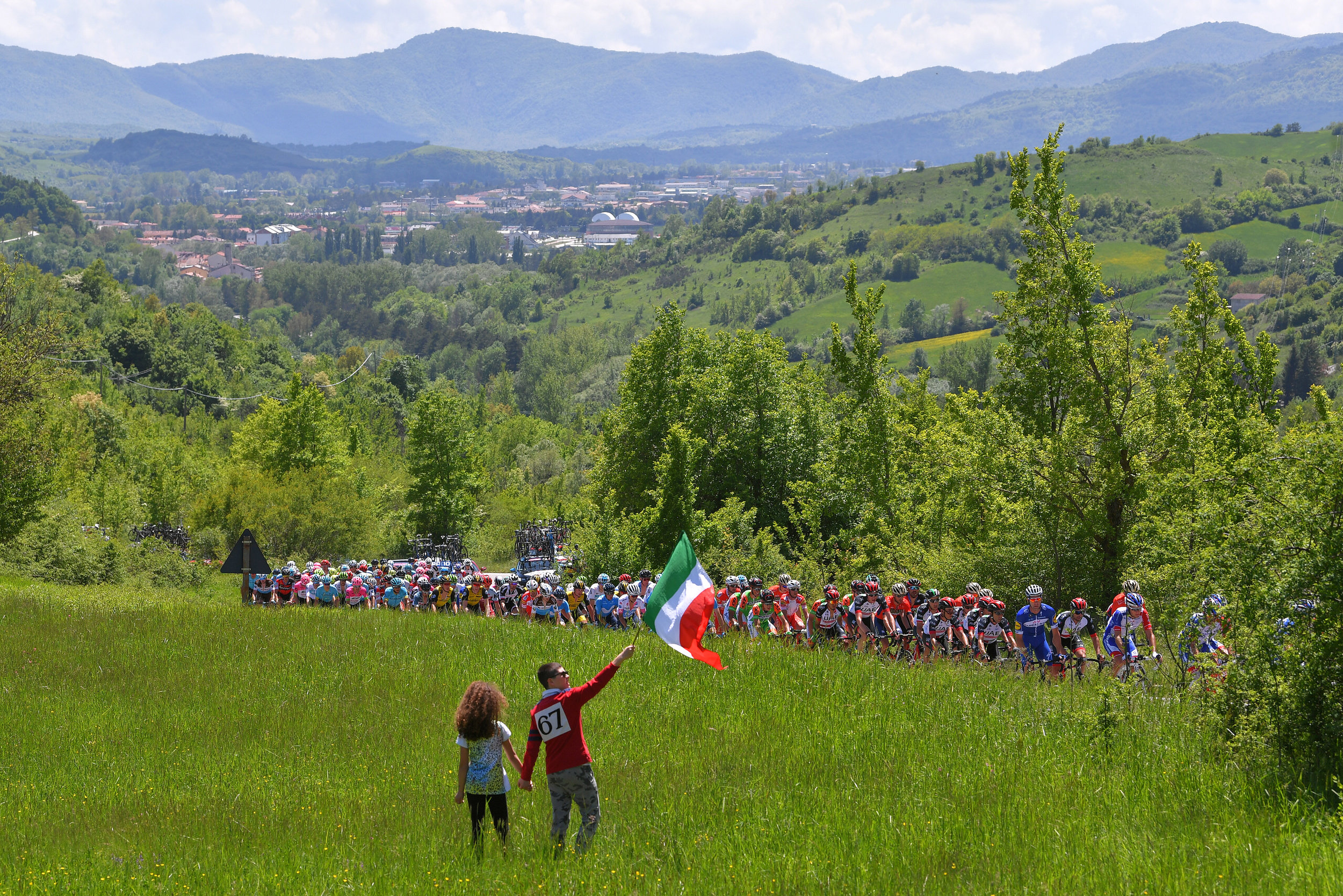 The 2018 Giro d'Italia rolls through picturesque Italian countryside (Getty Images)