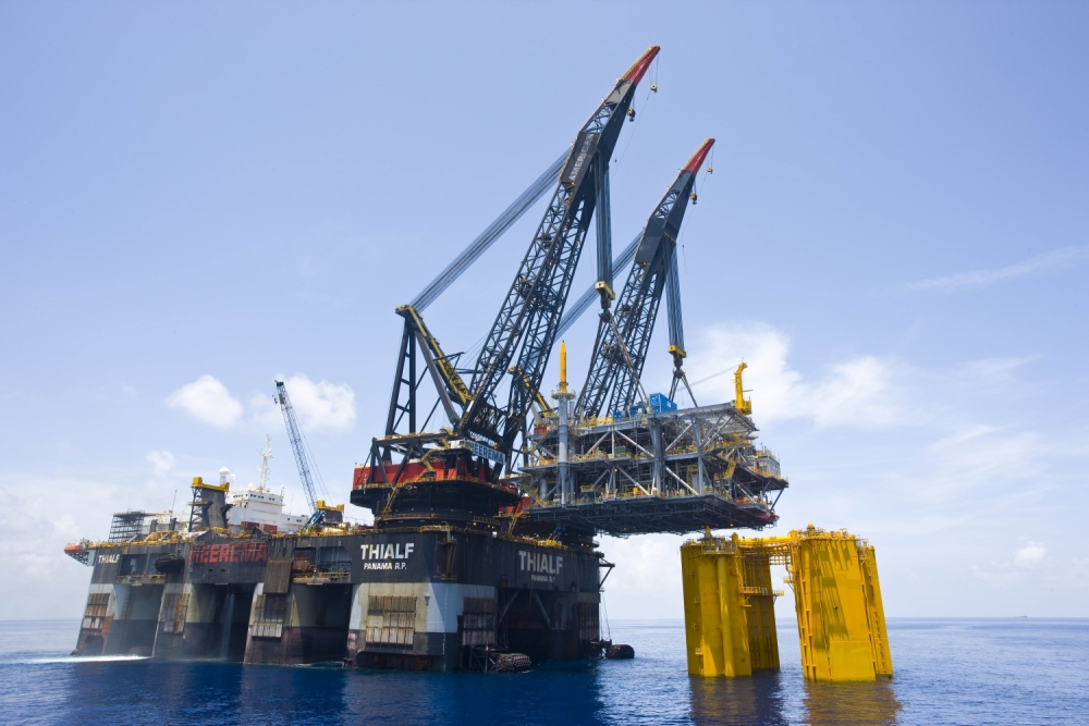 Thialf Installing 9000 mT Shenzi Platform in the Gulf of Mexico