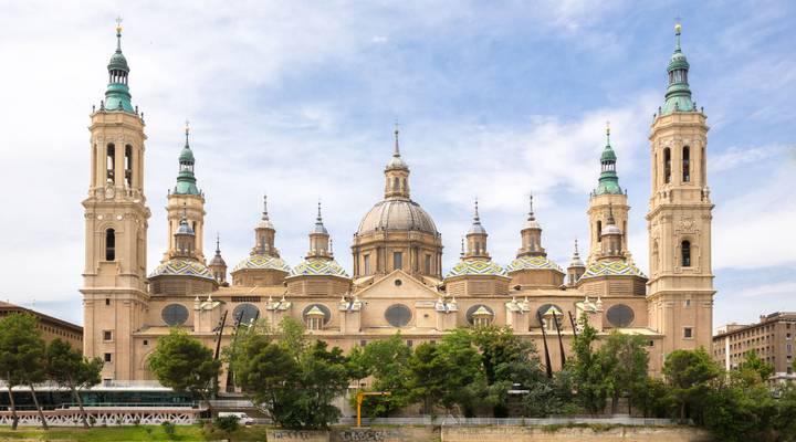 gs-6fba63ab28-Onze_Lieve_Vrouw_van_de_Pilaar_Basiliek_met_Ebro_in_Zaragoza,_Spanje.jpg