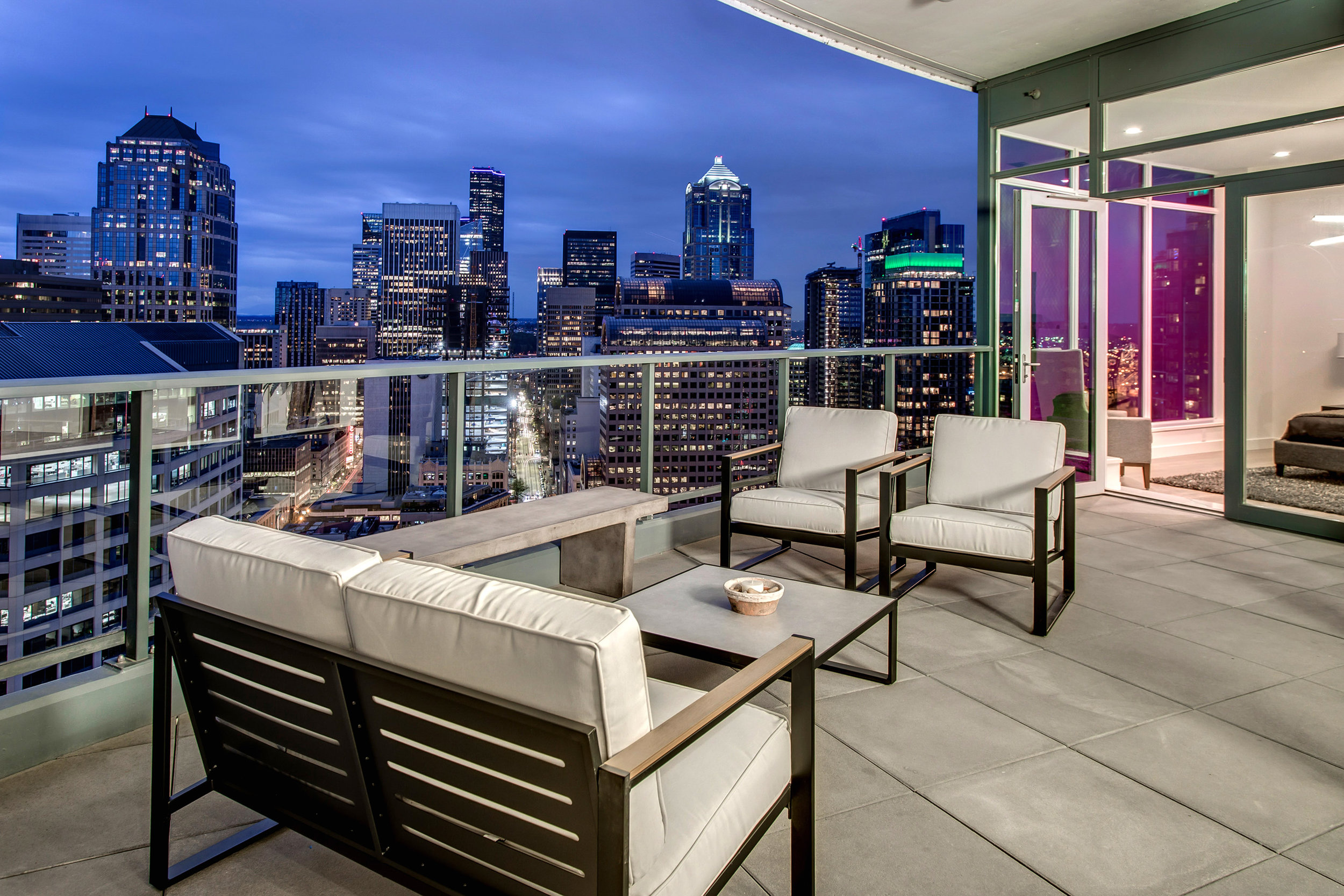 Balcony fit to entertain and admire the city. Perfect for intimate or large gatherings.