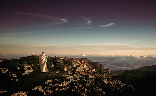 pilgrimage-336615_640.jpg