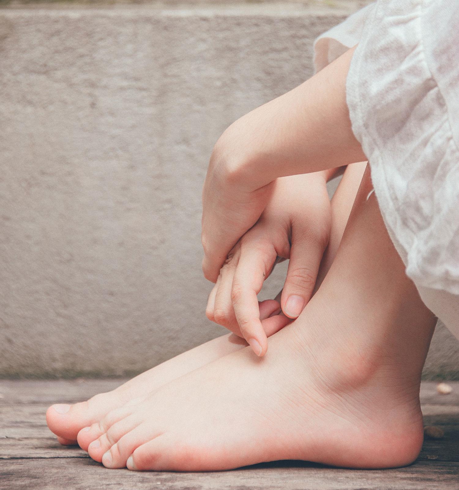 barefoot-close-up-feet-1076584_sized.jpg