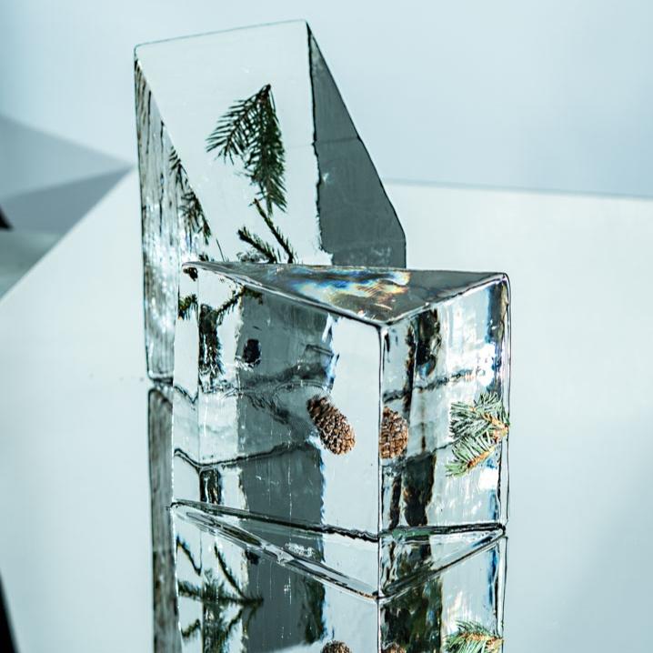 CLEAR ICE - Toivotun kokoiset tai jopa 150kg kirkkaat jääkuutiot paikan päällä leikattavaksi.