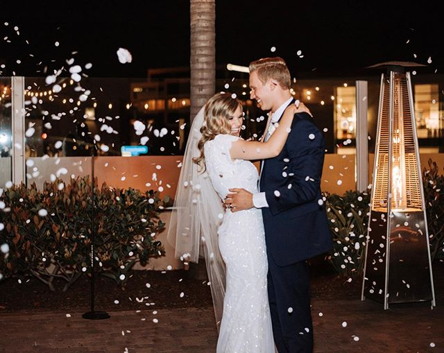 You don't have to only have a fun getaway. We his cute couple had such a fun first dance filled with handfuls of confetti!  Also what a fun way to include family and friends in such a great moment!