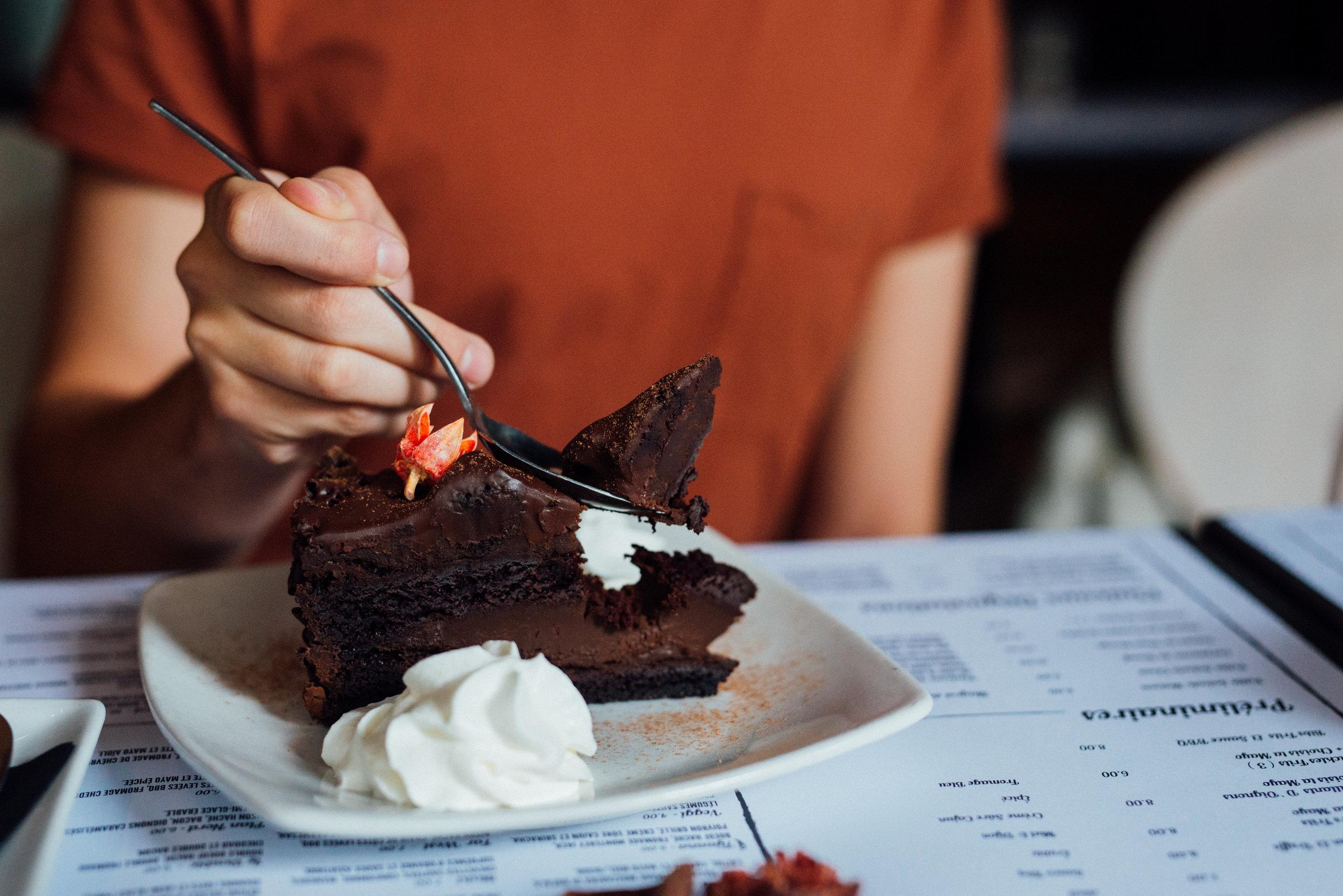 POUR LES DENTS SUCRÉES, une carte des desserts est disponible en restaurant. - AGRÉMENTEZ VOTRE EXPÉRIENCE AVEC L'UN DE NOS DESSERTS DU MOMENT.