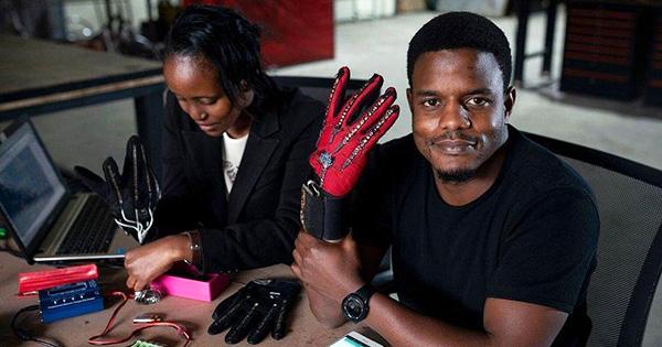 roy_allela_inventor_sign_language_gloves.jpg