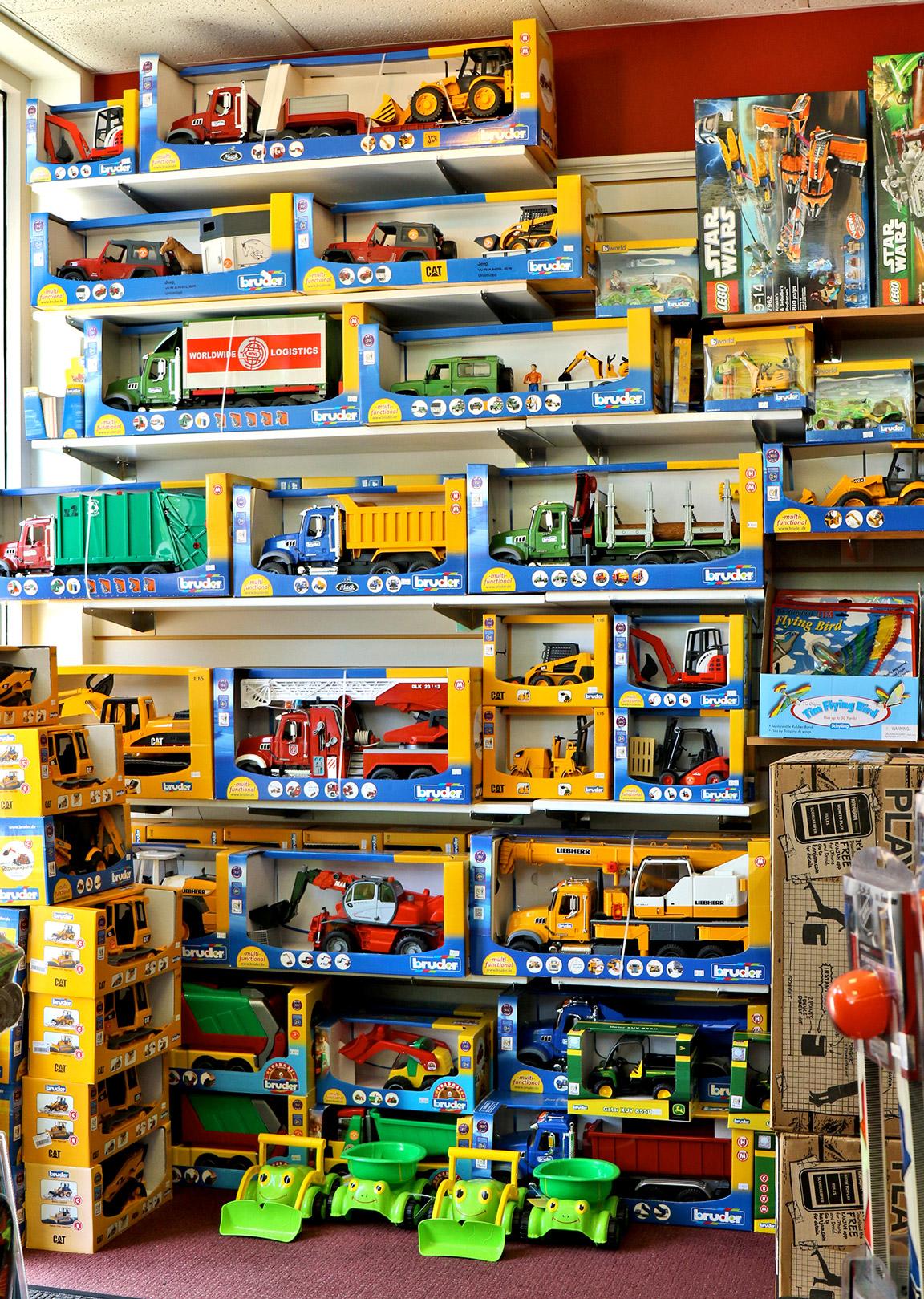 Bruder-Toy-Truck-RedBalloon.jpg