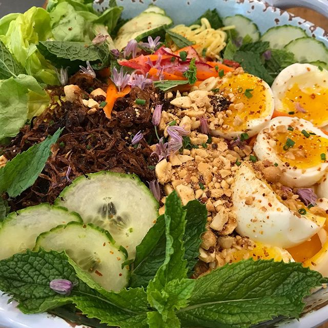 Spicy ramen noodle salad