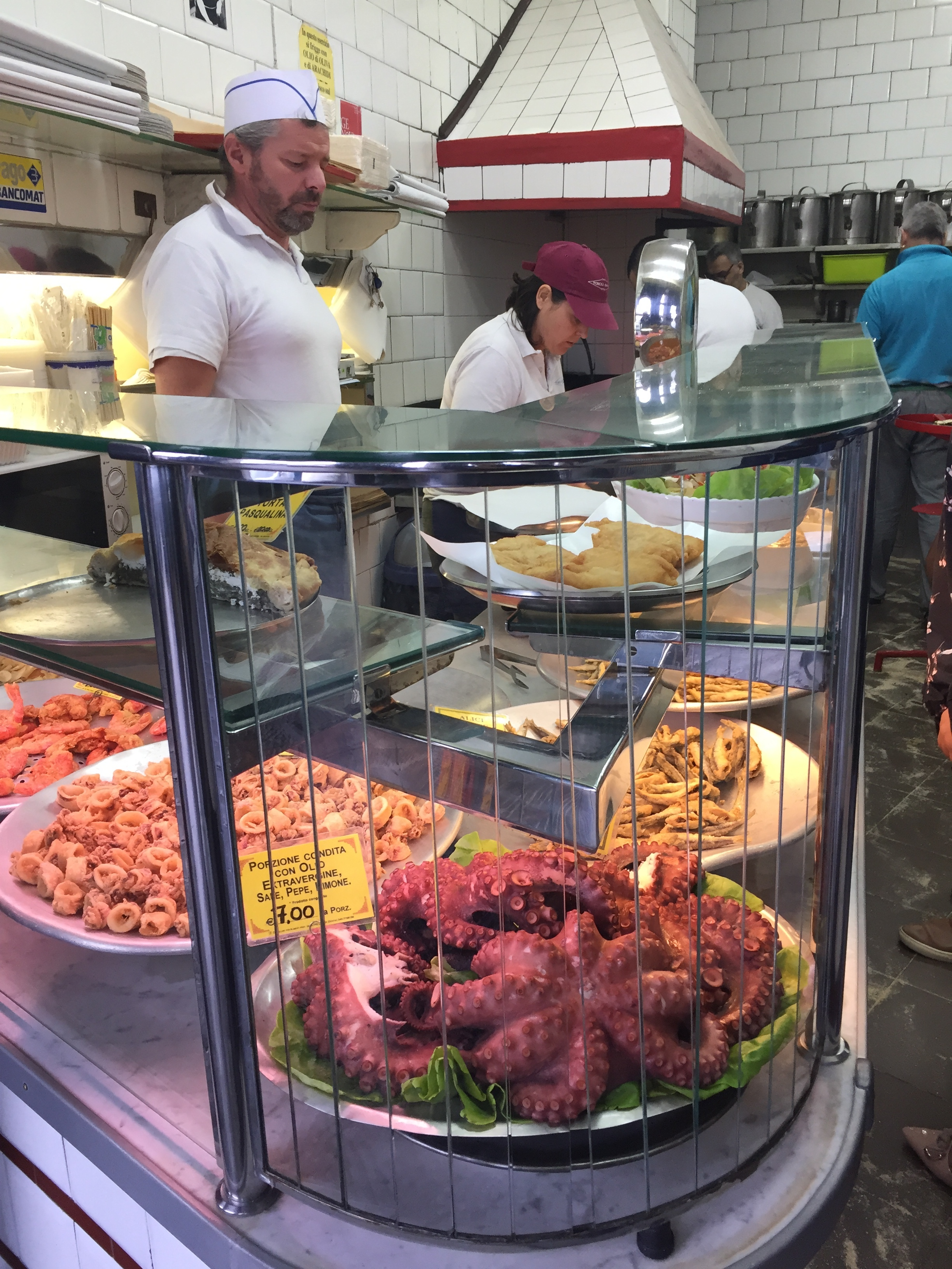 All along the port it is possible to eat at these small, popular restaurants specializing in seafood. Fast-food Genoese style. We would go back to food later, but in a rather different way…