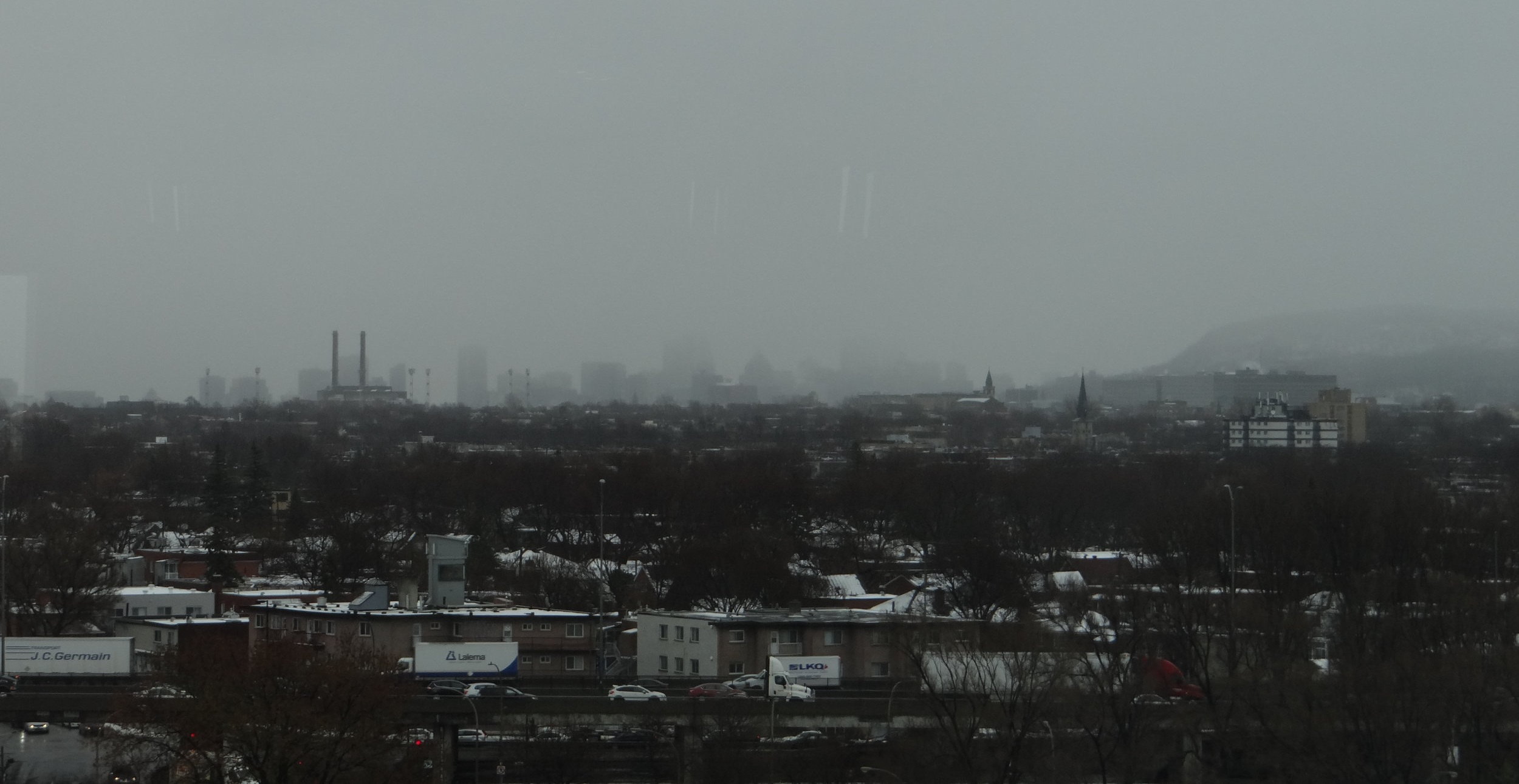 It was a wintry morning when we visited the Cirque du Soleil's HQ. Here the view from the conference room, with downtown Montréal and the hill that gives its name to the city (to the right)
