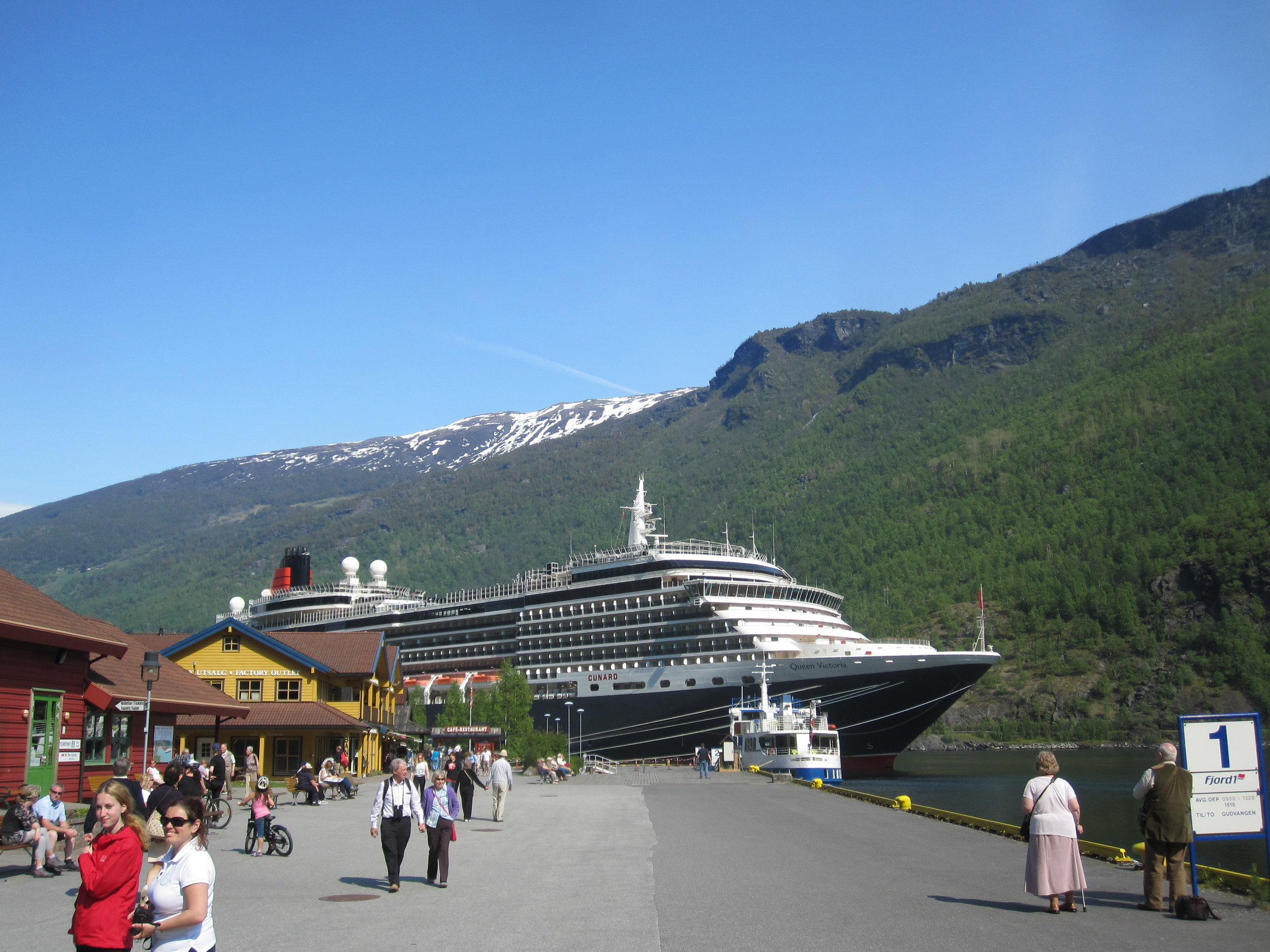 Flåm is regularly visited by large cruise ships