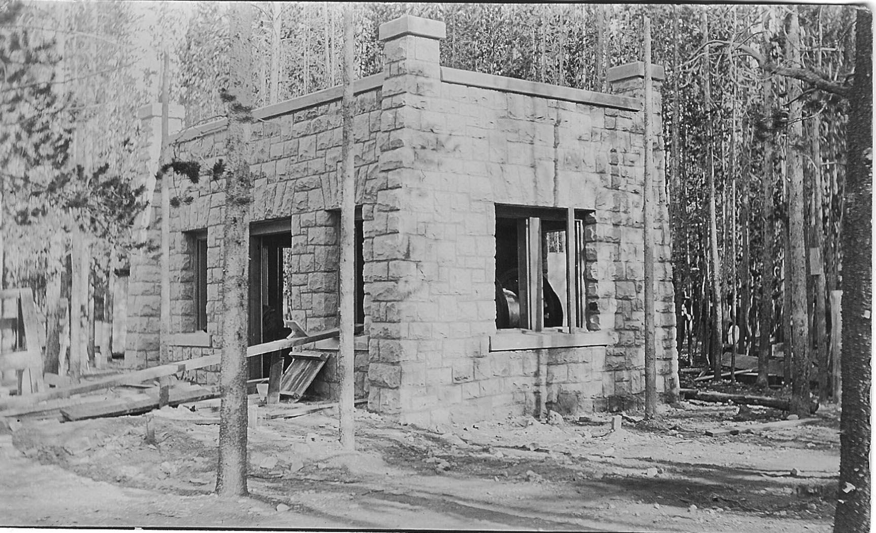 Generator Room under construction 1910.jpg