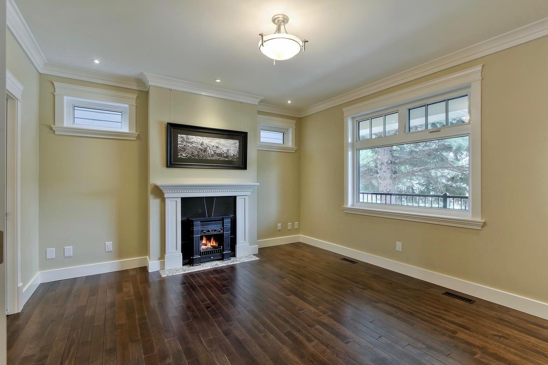 7435 106 St NW Edmonton AB T6E-large-028-073-Living Room-1500x1000-72dpi.jpg
