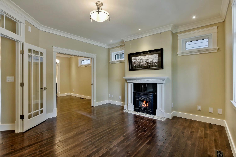 7435 106 St NW Edmonton AB T6E-large-030-071-Living Room-1500x1000-72dpi.jpg