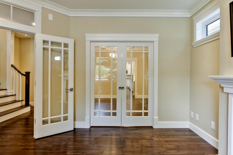 7435 106 St NW Edmonton AB T6E-large-035-085-Living Room-1500x1000-72dpi.jpg