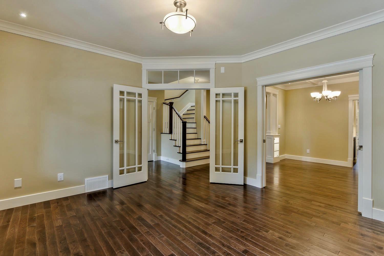 7435 106 St NW Edmonton AB T6E-large-033-074-Living Room-1500x1000-72dpi.jpg