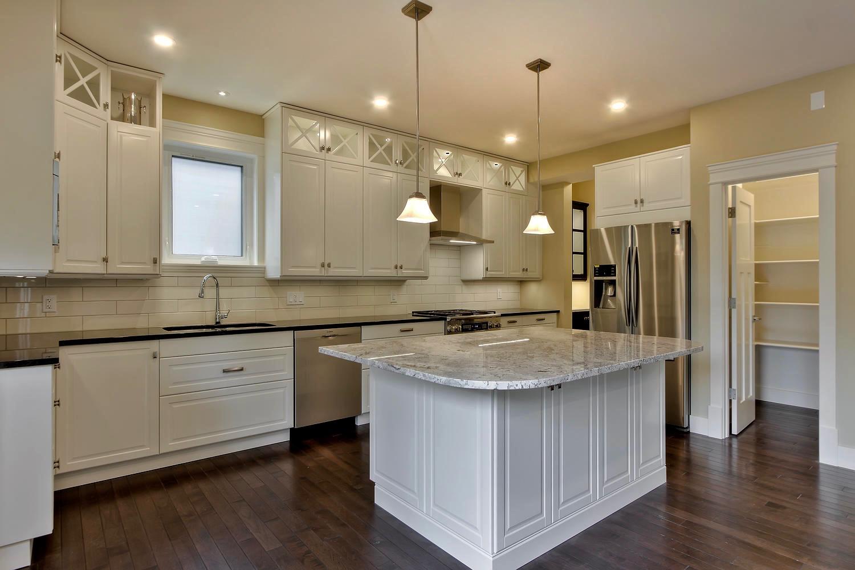7435 106 St NW Edmonton AB T6E-large-050-083-Kitchen-1500x1000-72dpi.jpg