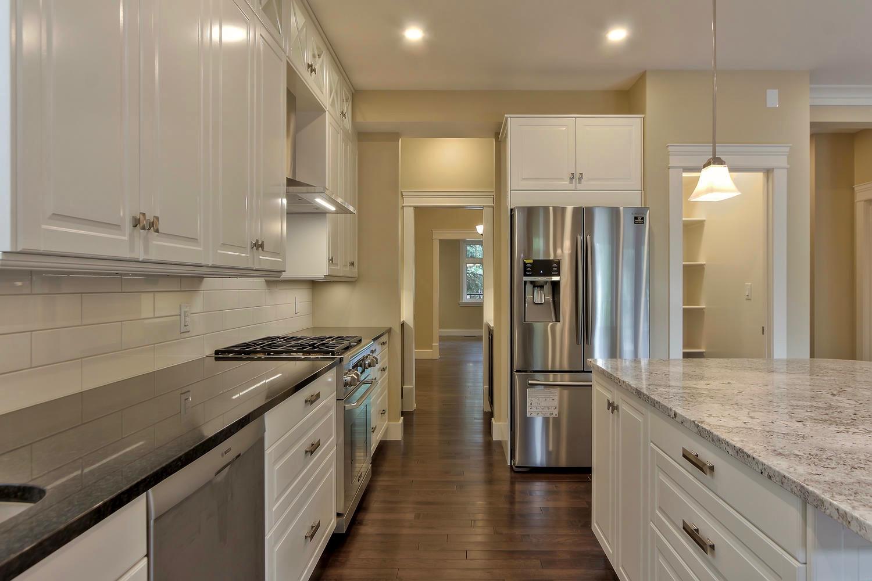 7435 106 St NW Edmonton AB T6E-large-051-075-Kitchen-1500x1000-72dpi.jpg