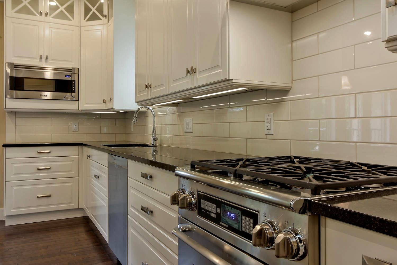 7435 106 St NW Edmonton AB T6E-large-053-080-Kitchen-1500x1000-72dpi.jpg