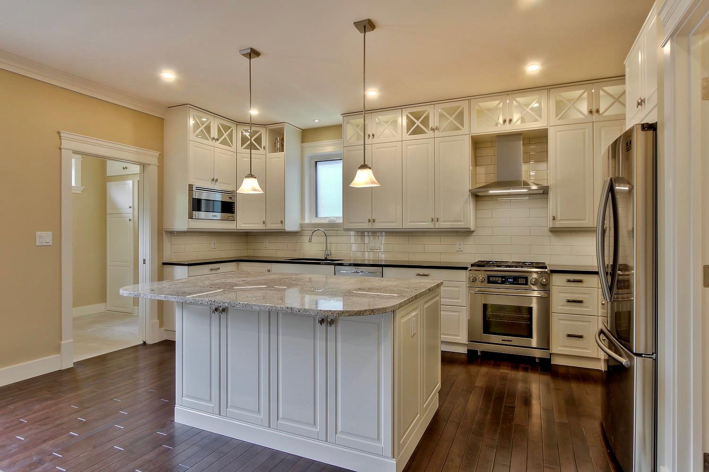 7435 106 St NW Edmonton AB T6E-large-057-025-Kitchen-1500x1000-72dpi.jpg