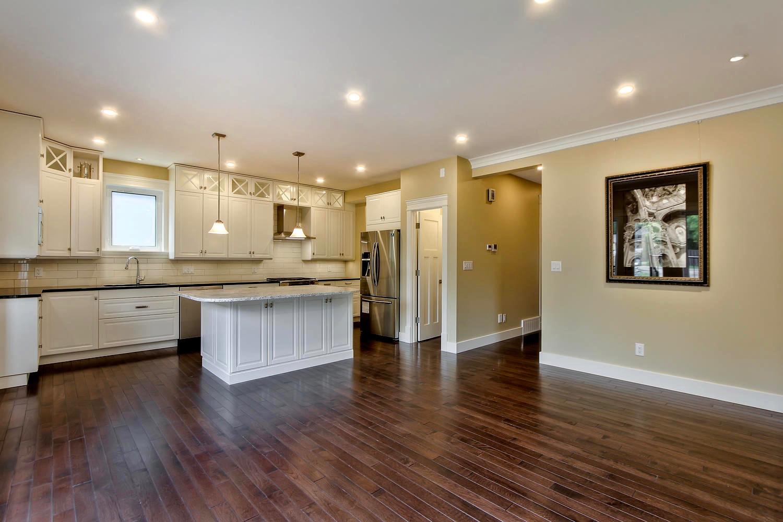 7435 106 St NW Edmonton AB T6E-large-061-038-Family Room-1500x1000-72dpi.jpg