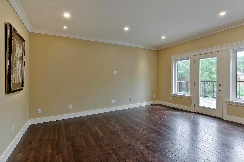 7435 106 St NW Edmonton AB T6E-large-059-036-Family Room-1500x1000-72dpi.jpg