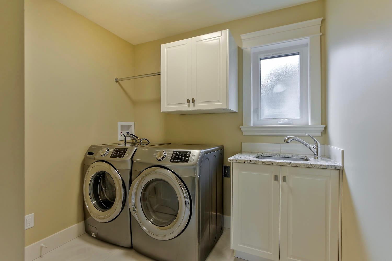 7435 106 St NW Edmonton AB T6E-large-077-055-Laundry Room-1500x1000-72dpi.jpg