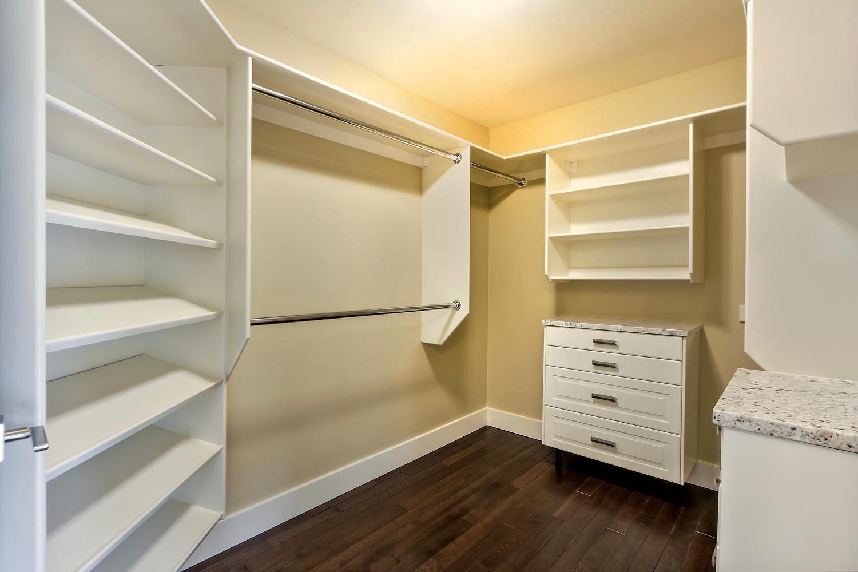 7435 106 St NW Edmonton AB T6E-large-086-051-Master Bedroom Closet-1500x1000-72dpi.jpg