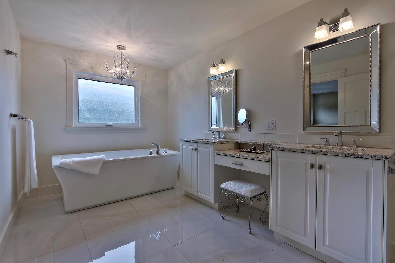 7435 106 St NW Edmonton AB T6E-large-088-046-Master Bedroom Ensuite-1500x1000-72dpi.jpg