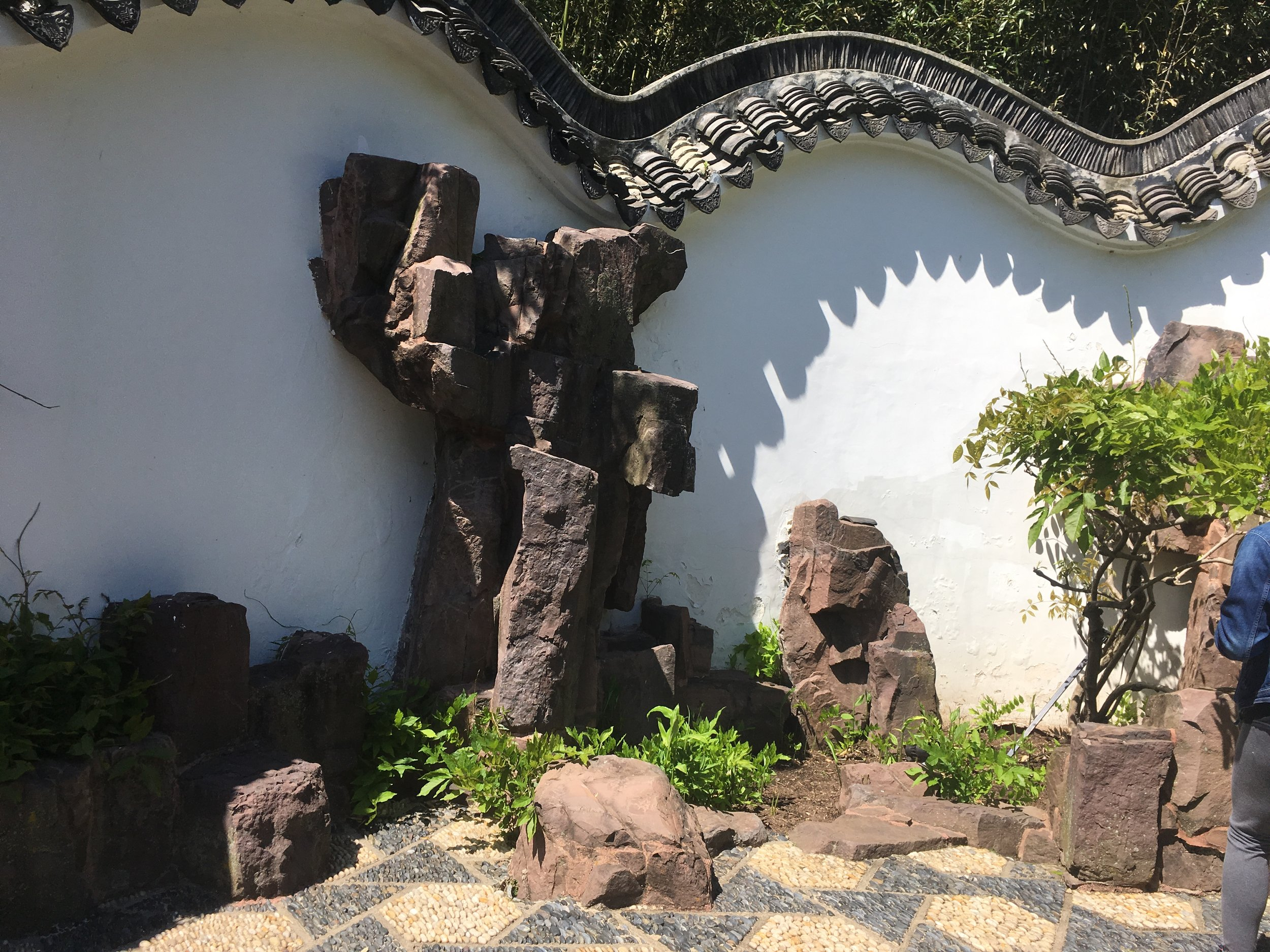 chinese scholar garden_dragon roof & rocks.JPG