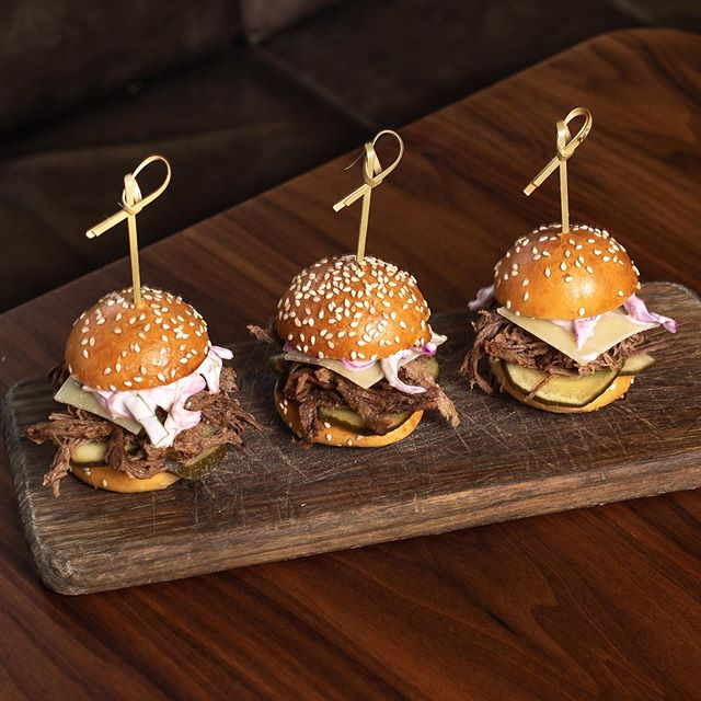 SLIDE & DINE with our SLIDERS 🍔🍔🍔 - Brioche buns with your choice of tender beef brisket or juicy pulled pork!
