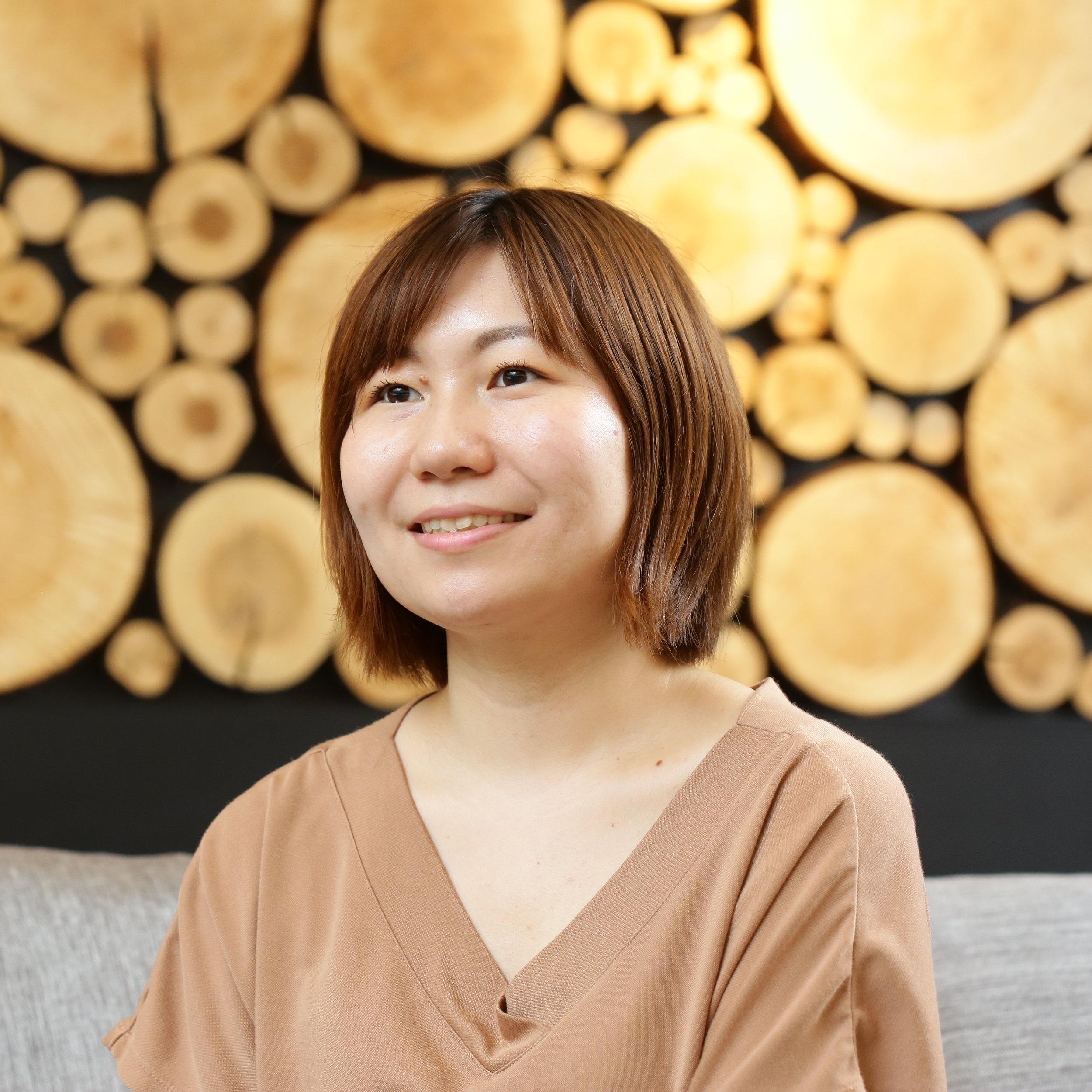 松尾 美里 氏 - 日本インタビュアー協会認定インタビュアー/ライターWahl+Caseのブログ記事作成を行う傍ら、株式会社フライヤーにて経営者、著者へのインタビューを行う。現在、自身のライフミッションとして「キャリアインタビューサービス」の活動を行う。面白い生き方の実践者に話を聞き、その魅力を発信している。また、70名の生き方をまとめたブログ「教育×キャリアインタビュー」の著者でもある。