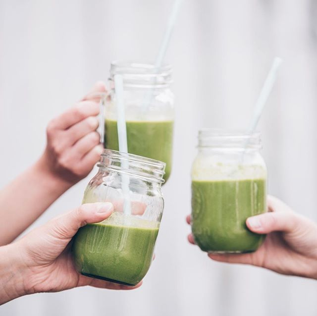 Today, I am grateful for family, friends, good food, and green smoothies! 🙌 Drinking a green smoothie everyday is a great (and delicious) way of getting in all of your greens, vitamins, and minerals for the day. This recipe is my favorite! 👇 - 6 oz. almond milk - 2 cups spinach or kale - 1 frozen banana - 1 scoop @22daysnutrition vanilla vegan protein powder 👍 Simple. Enjoy!