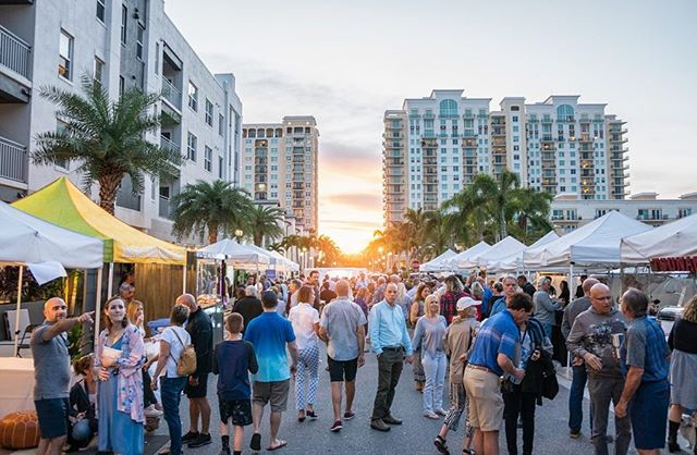 Our first neighborhood block party! We love our Rosemary District community.  We can't wait to have more events on May Lane. It's a part of being a Baysider!  See our full album of photos from our event on our Facebook page: @ TheBaysideClubSRQ . . . #sarasota #sarasotaflorida #musiconmaylane #maylane #rosemarydistrict #neighborhood #blockparty #newcondos #luxuryliving #community