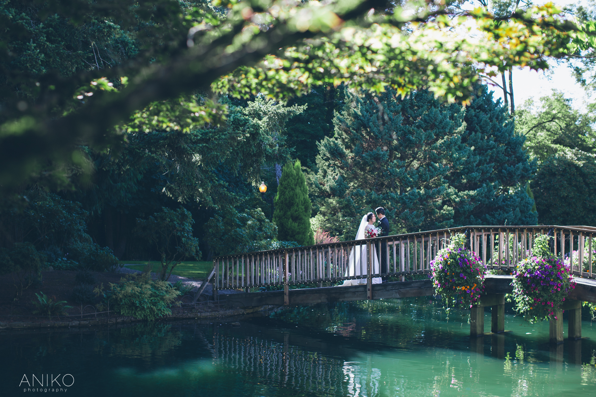 lakeside-gardens-wedding-aniko-photography-2.jpg