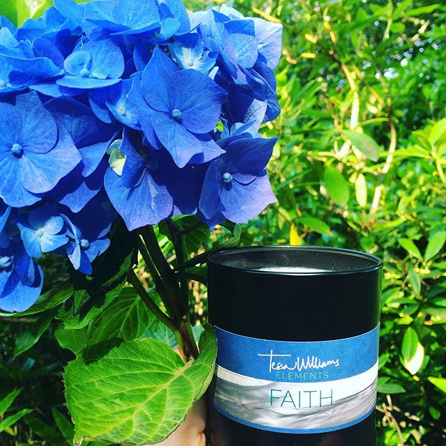 How I love the scent of FAITH in a candle. I have been travelling for days with my  FAITH cologne spray. And it is the most reassuring, relaxing scent I know.  It's amazing the way a perfume can make you feel relaxed and at home. But FAITH really has the power to calm !  It's the combination of scents  #neroli and #earlgreytea that I love so much.  #candles #nicheperfumery #handpoured #newcandle #homedecoration #homefragrance #interiors #candlelight #candlemagic #candlescented #theelements #scentaddict #scentoftheday #hydrangea #hydrengealove #flowerstagram #faith #love #hope