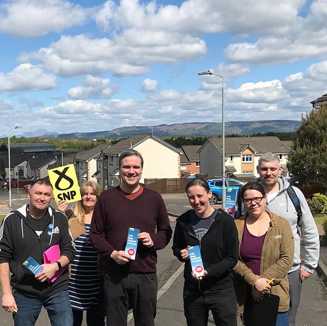 Belter of a morning in Johnstone campaigning for the EU elections along with Tom Arthur MSP 🌞