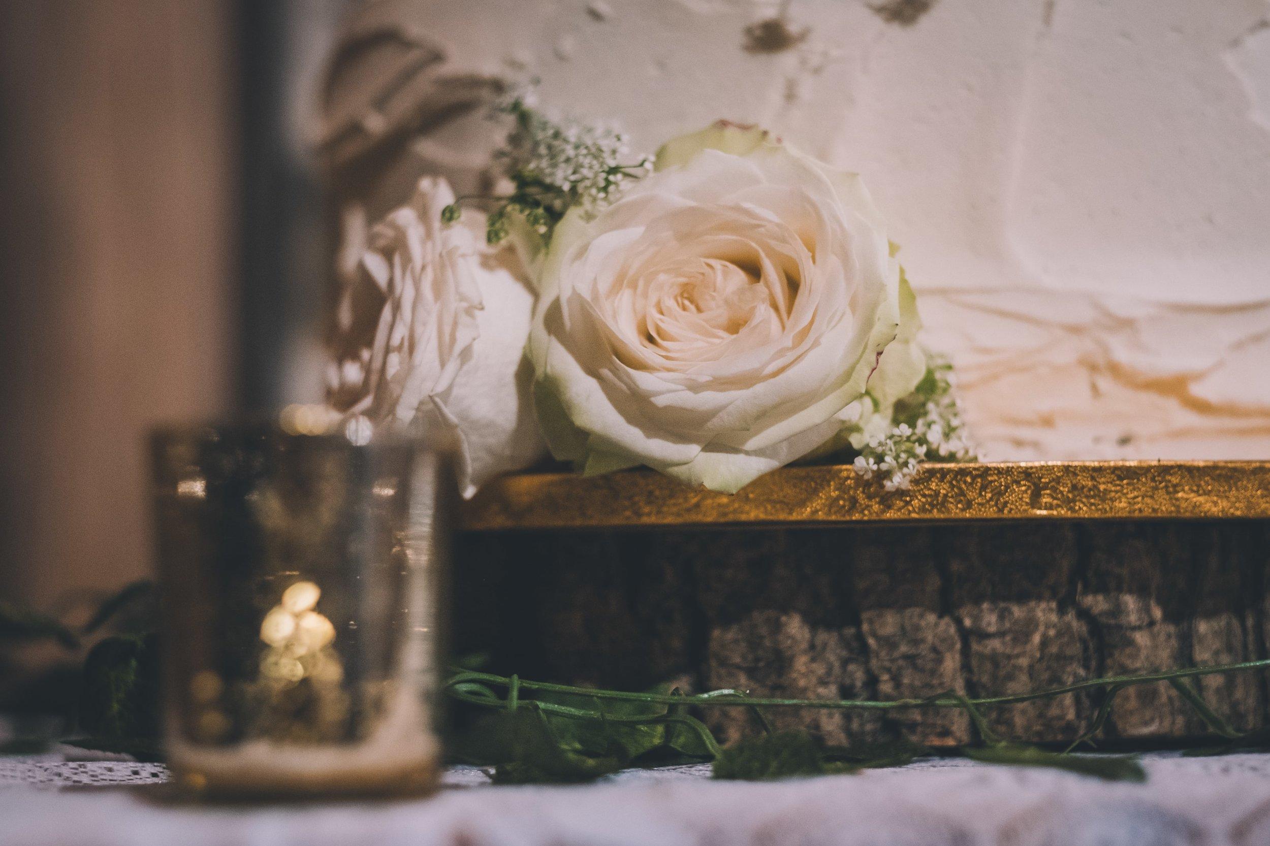 Finding a modern wedding cake designer in London and Surrey
