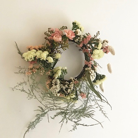 - Make a mini, spring-y wreath at Oakley Wines chill downstairs bar. Join Patricia Campos, owner & creative director of Una Floral, as she leads us in making her signature mini wreaths. We'll use a mix of seasonal dried flowers in spring colors, and unique & dried foliage such as painted ferns to make a long-lasting wreath, finished off with ribbon for hanging. All supplies & light snacks from the Rhined will be provided. Wine available for purchase.