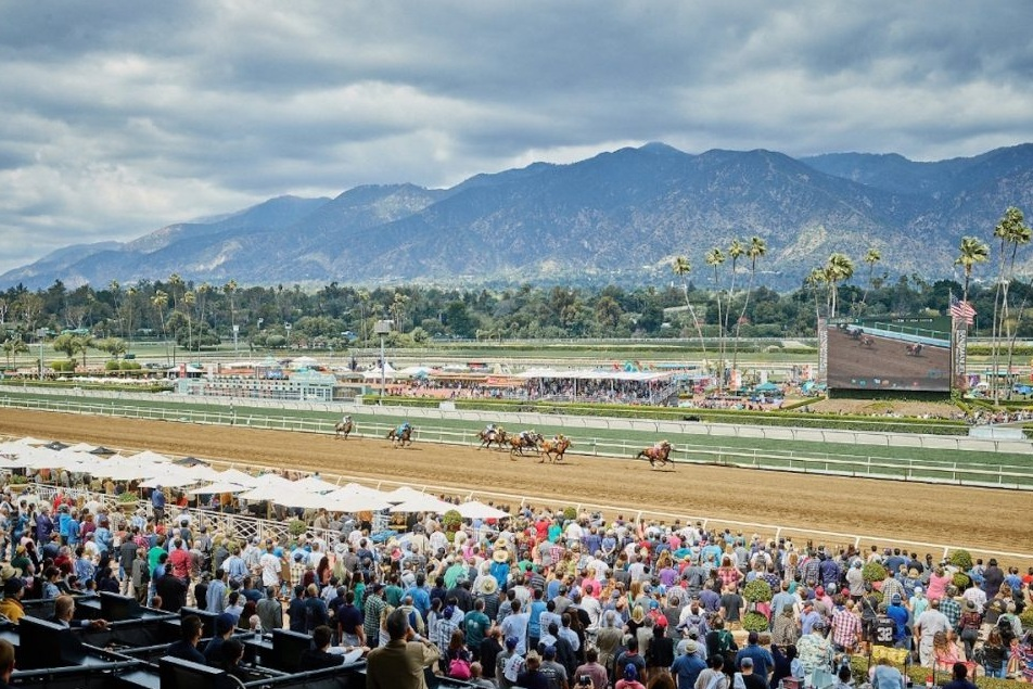 Santa Anita Park - 4 clubhouse admission passes and valet parking.Valued at $50Starting bid $30