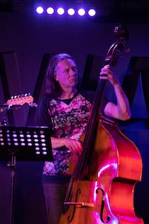 Alexander Keen - Bass