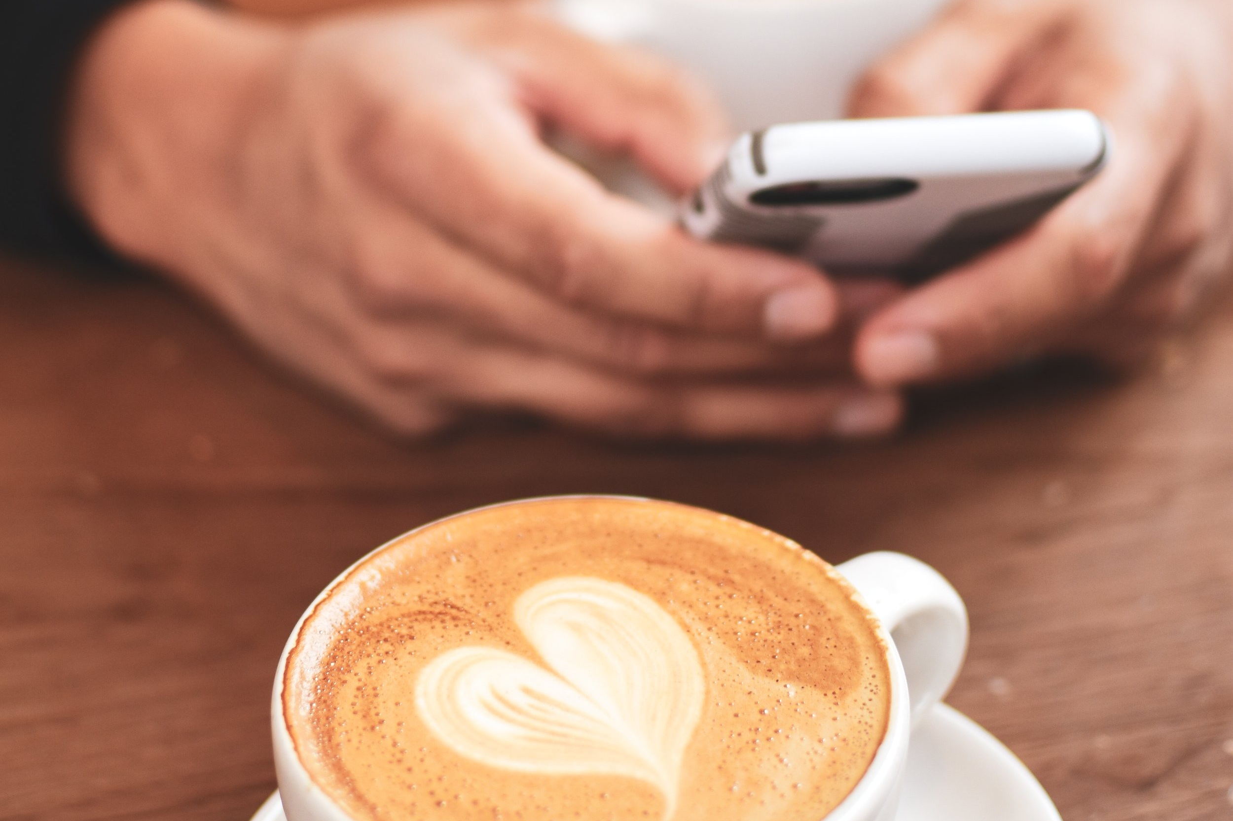 latte+heart+and+phone+in+hands.jpg
