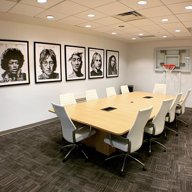 Introducing the Naismith room. Designed for meetings and lessons, this room seats up to 10 guests. 🏀📚 #modernoffice #meetingroom #torontomeetingrooms #meetingspacerental #boardroom #corporatemeetings #privatelessons #bookyourevent #torontotutors #officedesign #basketballinspiration #sportsandbusiness #torontoentrepreneur