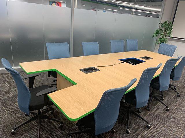 Privacy? ✅ Projector? ✅ Whiteboards? ✅ The Carter room is ready for use! #torontooffice #boardroomrental #meetingspace #torontoentrepreneur #workshoproom #roomforrent #modernoffice #uniquesettings