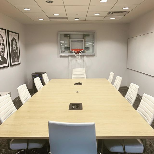 Modern design for modern meetings #modernoffice #boardrooms #meetingroom #privatemeetingspace #interiordesign #unique #torontospace #basketballinspiration
