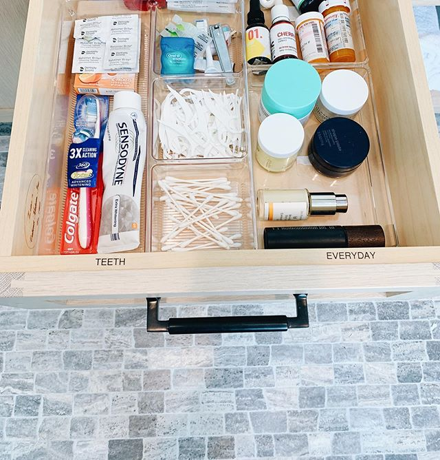 Get your bathroom drawers on point with simple acrylic dividers and drawer labels. It will make you and your guests feel organized and a great start & finish to any day! Simple but so satisfying. #simplifywithshanel #homeonpoint